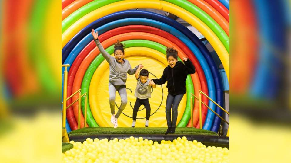 HAPPY PLACE is an interactive, immersive pop-up exhibit with larger-than-life installations and multi-sensory themed rooms.
