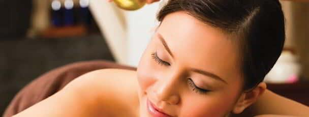 Feel a sense of complete calmness at Spa Mandalay with a relaxing oil massage.