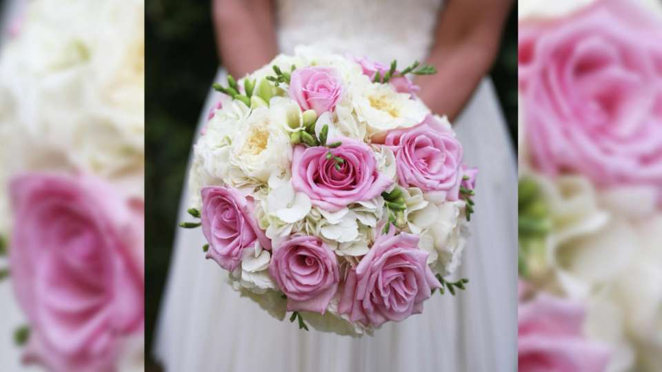 mandalay-bay-weddings-services-bouquet-hand-held-pink-roses-green-white