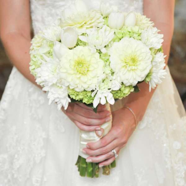 mandalay-bay-weddings-services-bouquet-white-hand-held-dahlias