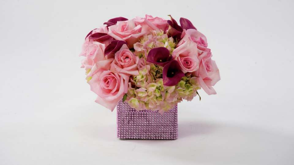 Complete your wedding decor with a pink floral centerpiece