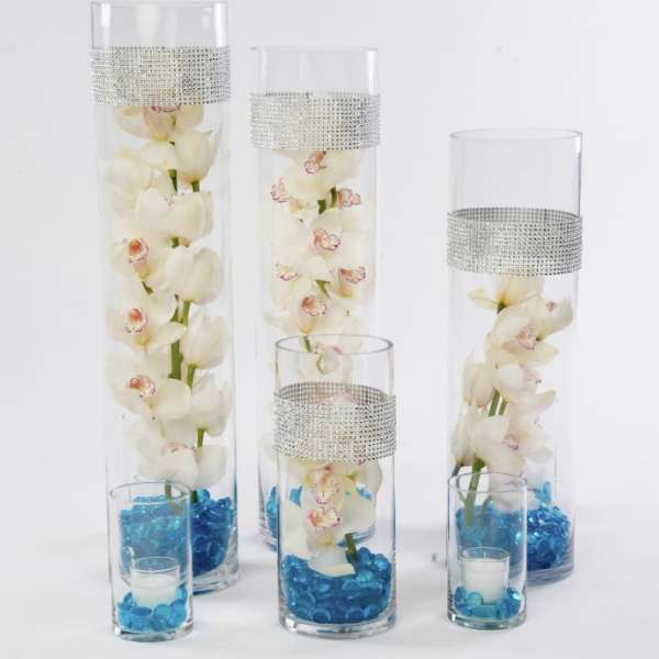 mandalay-bay-weddings-services-centerpiece-triple-vase-white-flowers-blue-base