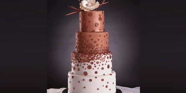mandalay-bay-wedding-cake-half-vanilla-half-chocolate