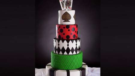 mandalay-bay-wedding-cakes-four-layers-playing-cards