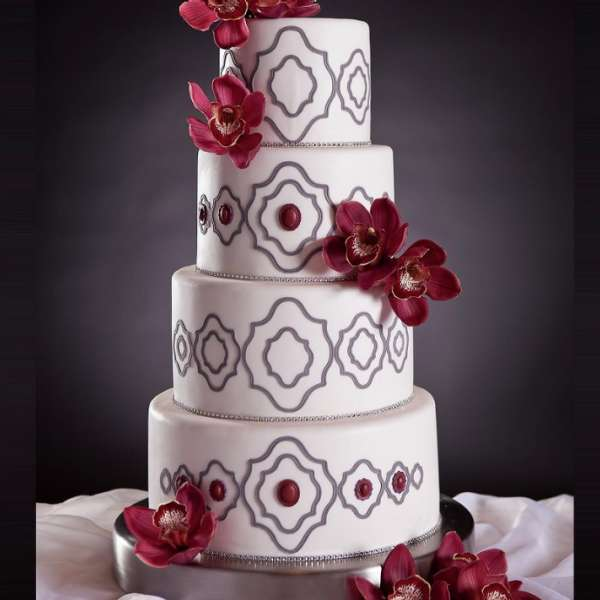 mandalay-bay-wedding-services-cake-white-red