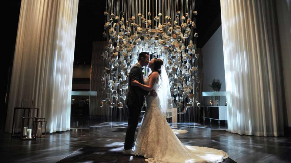 mandalay-bay-weddings-chapel-couple-inside-gallery