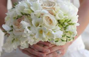 mandalay-bay-weddings-chapel-floral-white-bouquet-