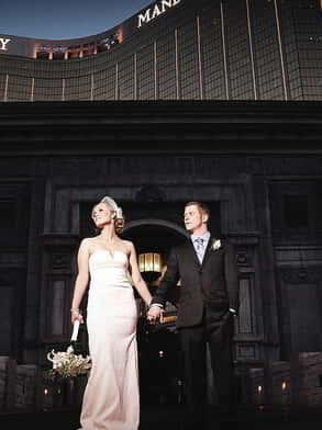 mandalay-bay-weddings-chapel-lifestyle-couple-valley-of-falls-nightime