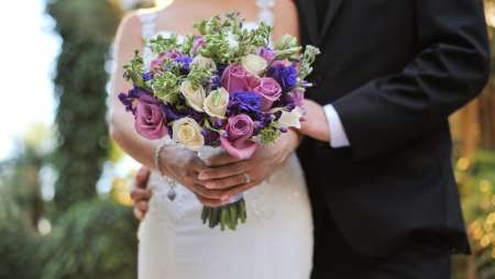 edding couple with colorful floral bouquet.