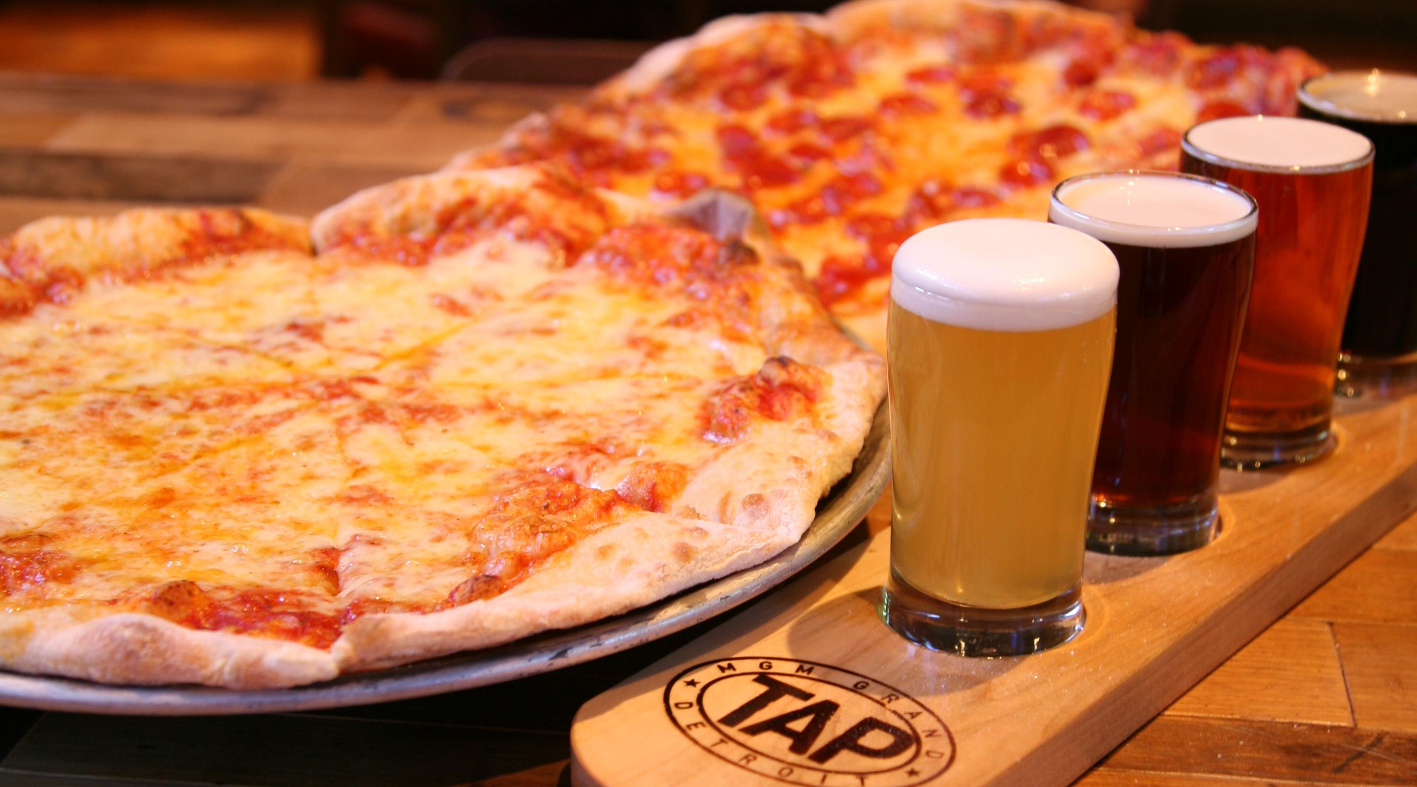 mgm-grand-detroit-dining-tap-pizza-beer-flight