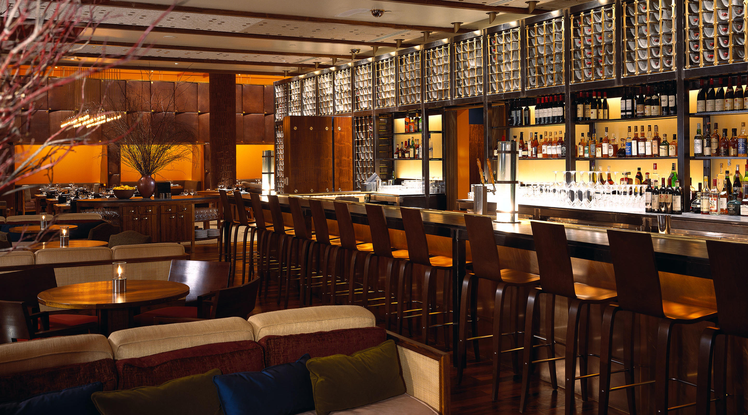 The Bar inside Tom Colicchio's Craftsteak