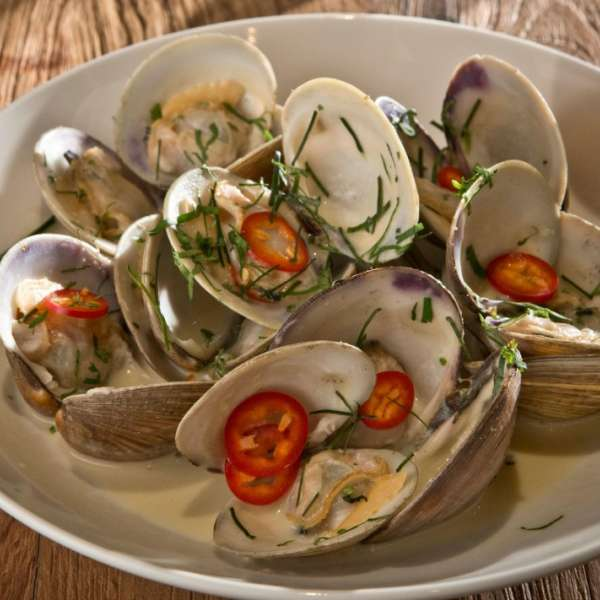 mgm-grand-restaurant-crush-specialty-dish-clams-@2x