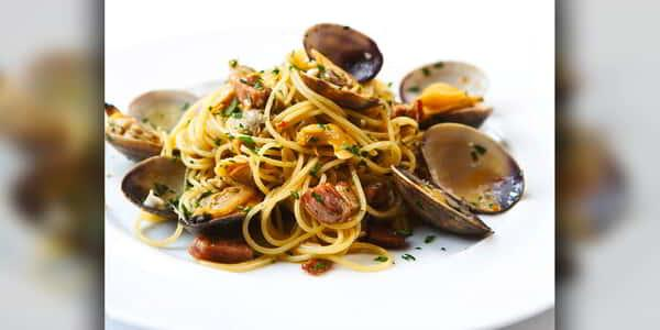 Linguini, Garlic, Pancetta, Chili, Wild Oregano with Steamed Clams at Wolfgang Puck