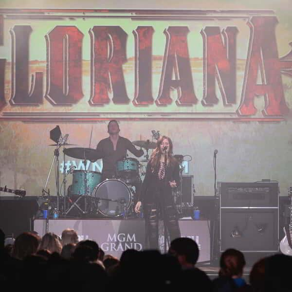 NFR 2015 Gloriana with Band at GBZ