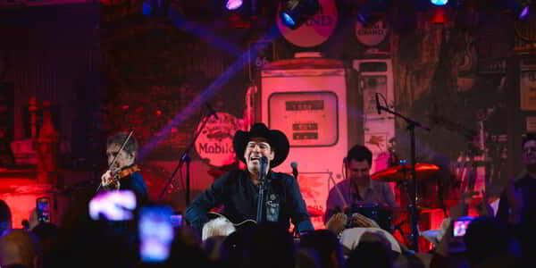 Clay Walker Performing to last year's NFR crowd.