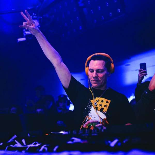 Hakkasan Nightclub DJ Tiesto pointing in the air.
