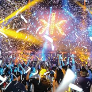 Hakkasan Nightclub dj stage with crowd and confetti
