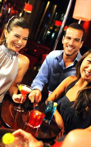 mgm-grand-nightlife-rouge-lifestyle-group-cocktails-@2x