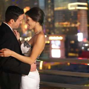 mgm-grand-meetings-weddings-lifestyle-bride-groom-dancing-@2x.jpg.image.300.300.high