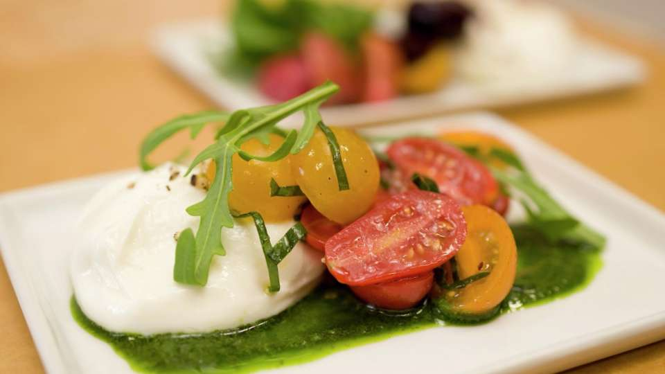 monte-carlo-dining-800-degrees-food-caprese-salad