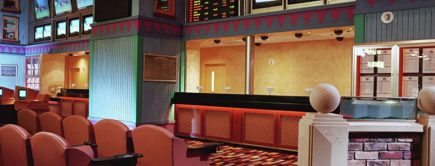 new-york-new-york-casino-interior-race-and-sports-book