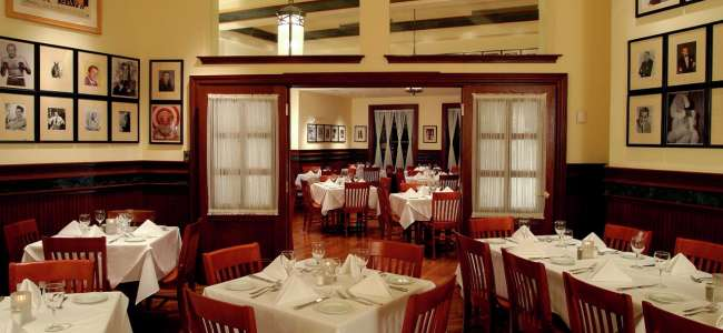 new-york-new-york-gallaghers-restaurant-interior.tif.image.650.300.high