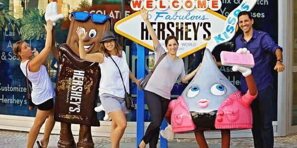 new-york-new-york-hersheys-brooklyn-bridge-tourists-v2