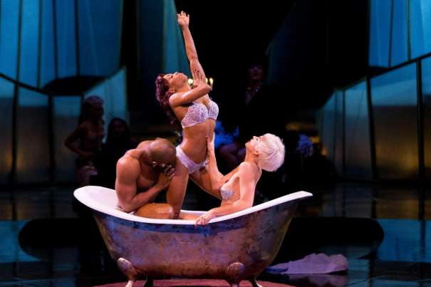 Two women. One man. One tub. They will meet and experience a magnificient, sensual and passionate performance.