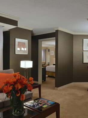 new-york-new-york-hotel-room-one-bedroom-luxury-suite-dining-room