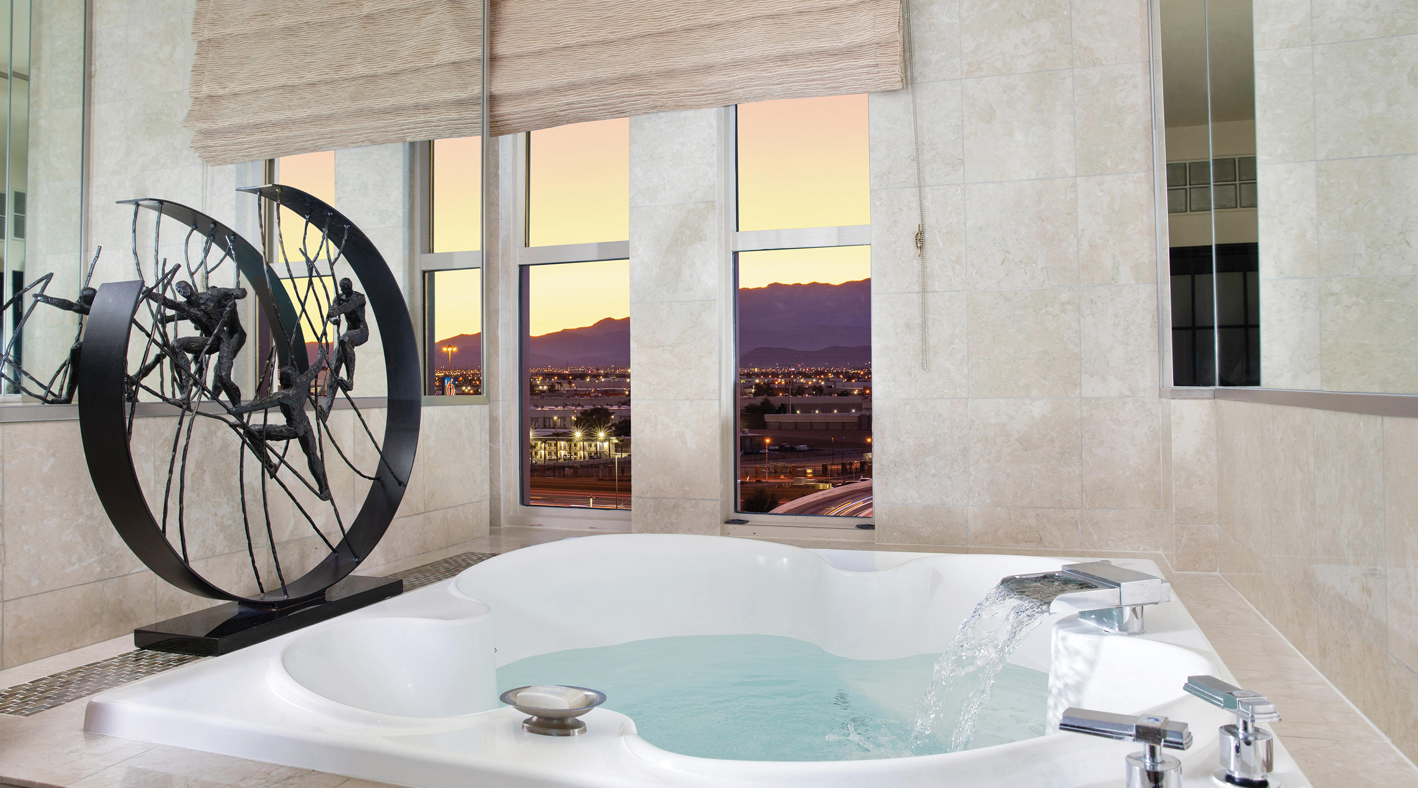 New York-New York Two Bedroom Penthouse Soaking Tub