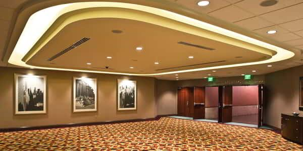 new-york-new-york-meetings-convention-hallway-v3