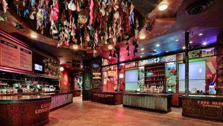 new-york-new-york-coyote-ugly-dance-floor