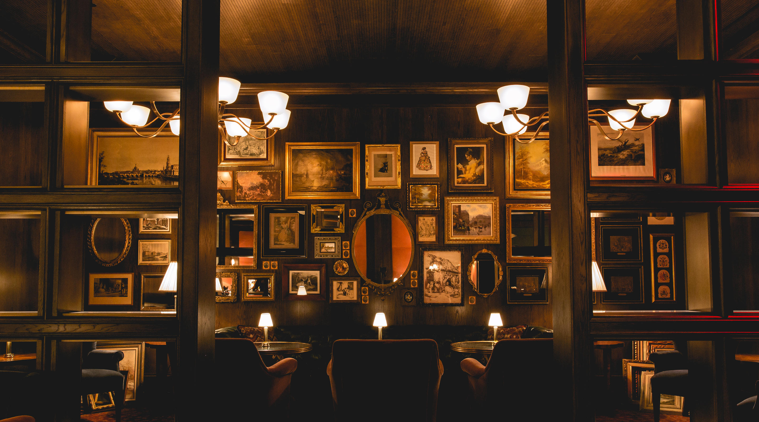 An interior view of Bavette's Steakhouse & Bar.