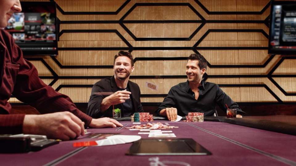 The lounge features a full service bar with video poker. Play midi-baccarat, blackjack or video poker in sophisticated surroundings.