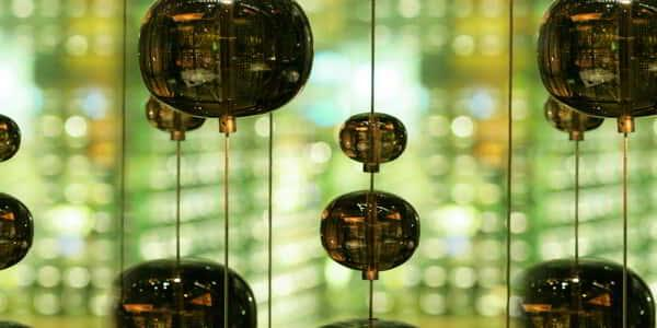 mirage-restaurant-fin-architectural-detail-glass-bulbs