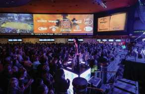 mirage-rodeo-vegas-crowd-and-dancer