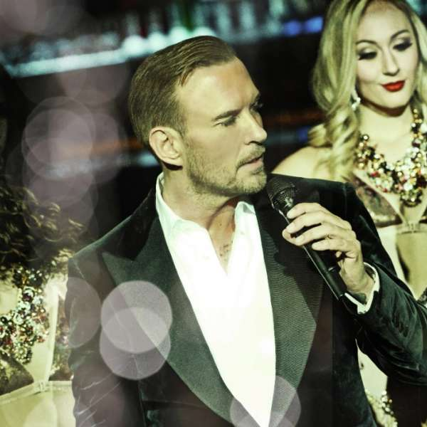 Matt Goss surrounded by the Dirty Virgin Dancers performing gold digger during his show at The Mirage, Las Vegas.