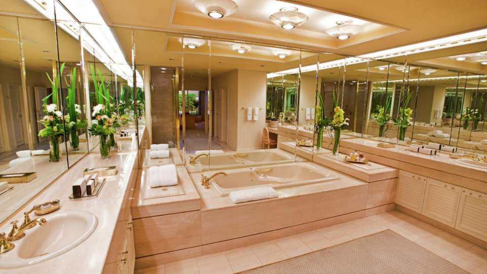 Large Lanai Bathroom at The Villas