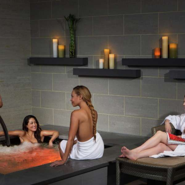 mirage-spa-and-salon-lifestyle-plunge-pool-women