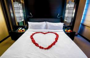 vdara-hotel-concierge-amenity-love-struck