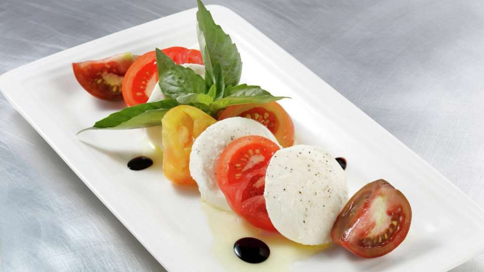 vdara-in-suite-dining-caprese-salad