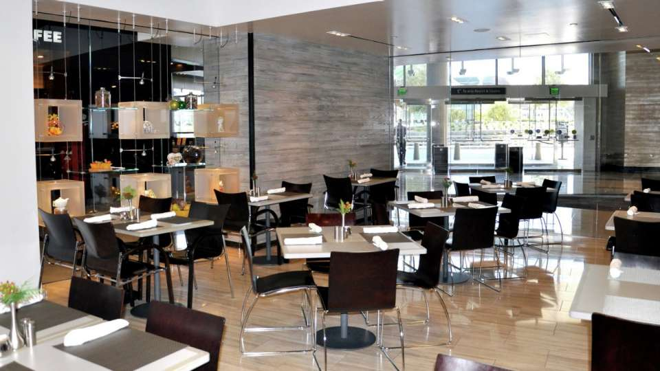 This modern café features a menu of freshly prepared breakfast (available all day), lunch and dinner options.