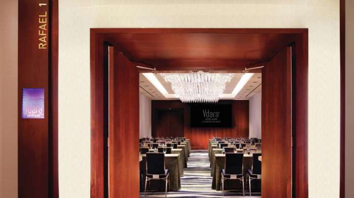 Meetings held at Vdara are handled by our experienced staff, in spaces designed with nature and flexibility in mind.