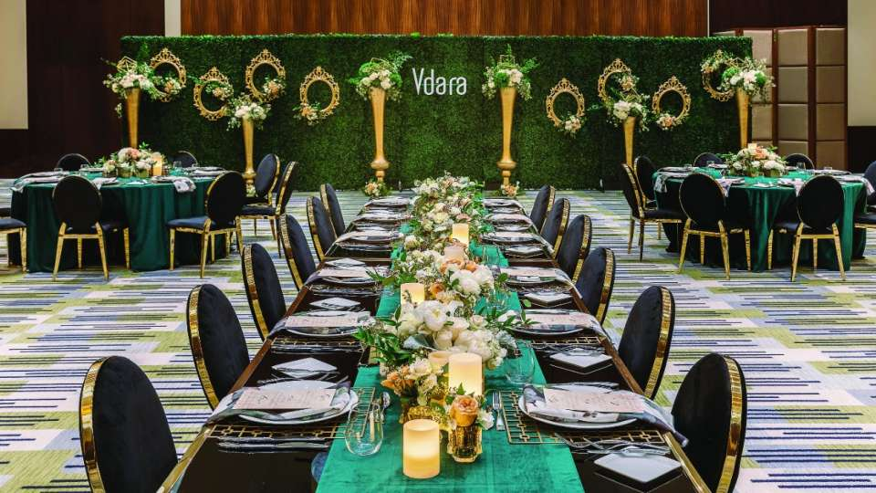Teal table at a wedding reception venue at Vdara.