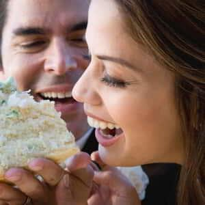 vdara-weddings-couple-eating-cake.tif.image.300.300.high